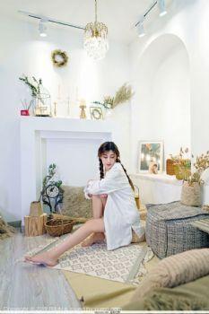 新人模特星星Star 运动吊带白短衫