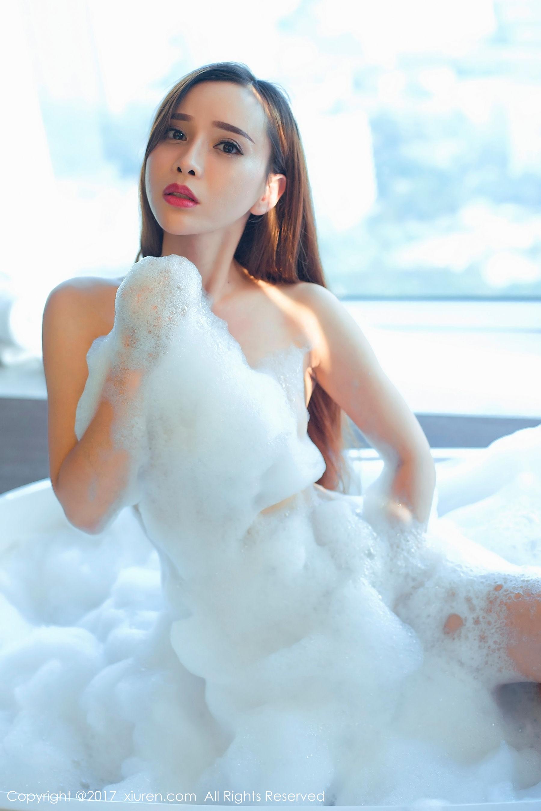 [秀人XiuRen] NO.866 @艾小青-人体泡沫浴+日系学生服泳池棒棒糖
