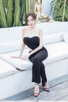 女神奶瓶土肥圆 黑色服饰凹凸有致图片