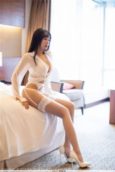 性感模特何嘉颖 低开衬衫蕾丝吊袜