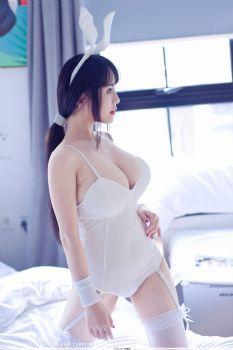 巴山蜀水瑞瑞ruirui 白色兔女郎比基尼图片