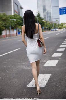 车拍女神小热巴 酥胸美腿柔美多姿图片