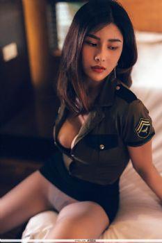 闫盼盼私房系列05? 军装与蛇纹制服图片